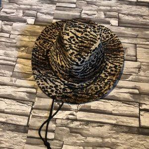 Accessories - Animal print hat